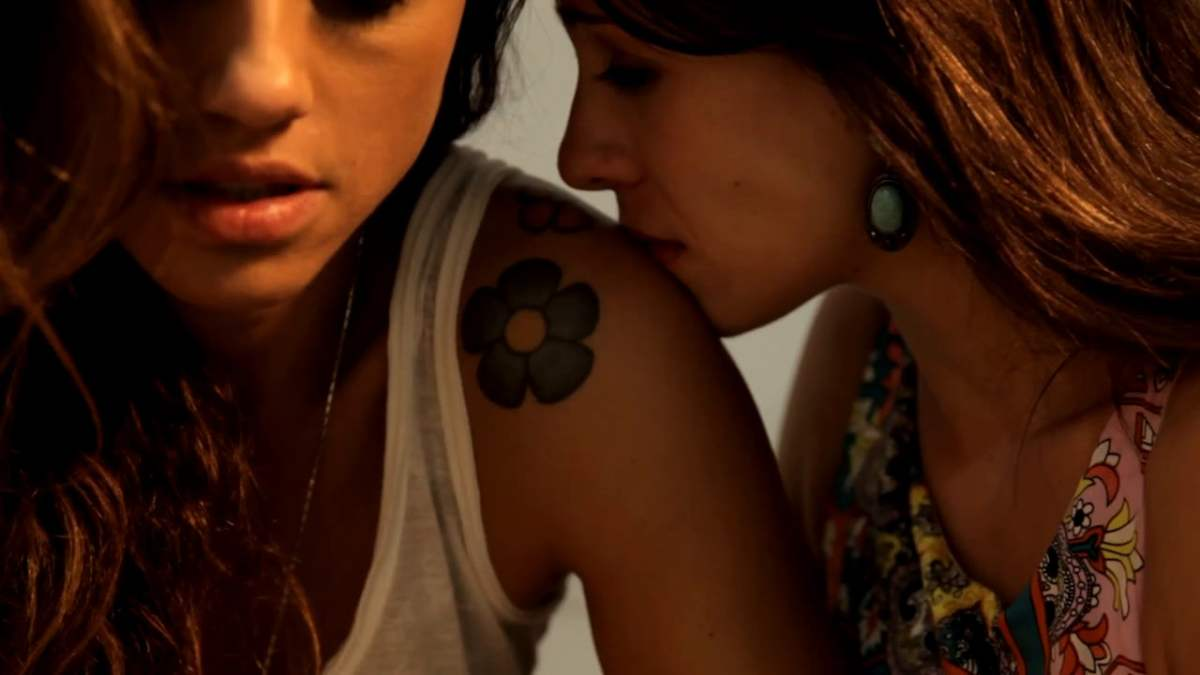 Two Hot Brasilians Walk Into A Bar and Other Essential Lesbian Webseries